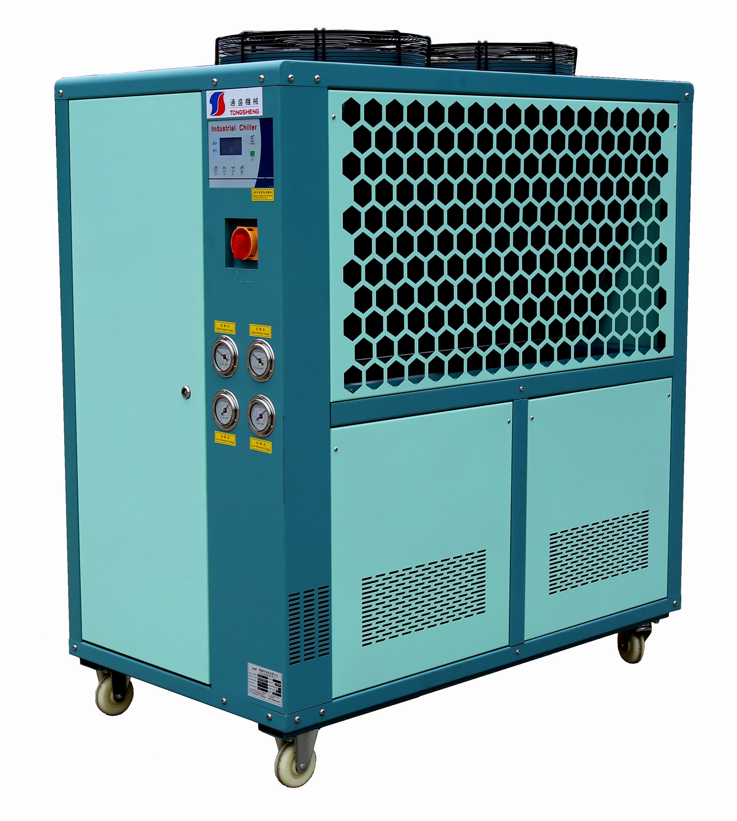 风冷涡漩冷水机特点 1、通盛冷水机采用高品质压缩机 作为冷水机的心脏,通盛冷水机挑选欧美日全新进口优质原装压缩机,内置安全保护,低噪音,省电耐用。 2、通盛冷水机CNC加工中心自制水箱式蒸发器 不锈钢厚质水箱式陈发器,内置自动补水等装置,省去工程安装中的膨胀水箱,方便安装保养,并适用于大温差小流量等特殊场合。 3、通盛冷水机CNC加工中心自制水冷式冷凝器 日本神户最新高效外螺纹铜管制作,散热量大,体积小巧。运用最新CAD/CAM设计加工技术,配合CNC加工中心制作完成,结构紧奏,可靠性高,外形美观,高效节